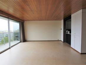 FRUITHOFLAAN 29 - 2600 BERCHEM Ruim 2- SLPK appartement met een panoramisch zicht over Antwerpen. Het appartement omvat een inkomhal met apart toilet