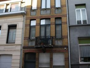 Op gegeerde locatie in Antwerpen centrum aantrekkelijke studio op derde verdieping. Studio bestaat uit leefruimte, open keuken, badkamer voorzien van