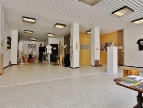 PAARDENMARKT : HANDELSPAND | 105 m² MET GROTE VITRINE van 7,8 m breedRuime handelsruimte van 105 m² op toplocatie: Paardenmarkt.Veel passage