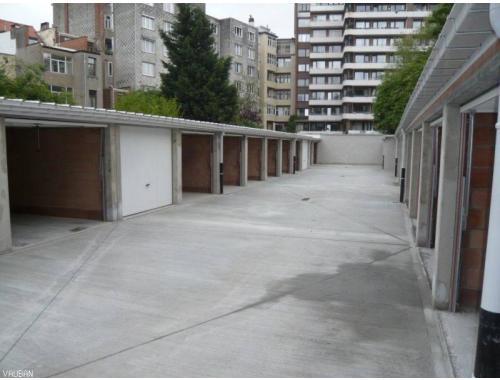 Garage louer schaerbeek 125 e13yp vauban for Garage professionnel a louer