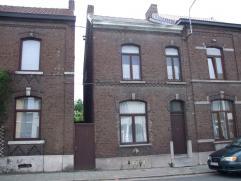 Au coeur de Mont-sur-Marchienne, à proximité du centre de Charleroi, sympathique maison aux espaces intéressants : spacieux s&eac