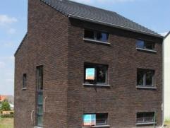 Nieuwbouwwoning ruwbouw-wind/waterdicht en technieken (electr, cv/sanitair warm water, ventilatie) aanwezig. Nog te voorzien door koper : pleisterwerk