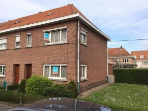 Te renoveren half-open bebouwing op wandelafstand van het centrum te Dendermonde. Indeling: inkomhal, ruime woonkamer, zowel woonkamer als keuken met