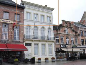 Luxueus appartement met terras gelegen op Grote Markt Dendermonde. De lift breng je naar het duplexappartement én ook naar de verdieping met de