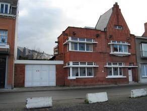 Charmant burgershuis uit de periode van het Interbellum op schitterende ligging in Dendermonde met plaats voor garage en stadstuintje. Voldoende ruimt
