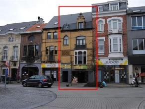 Schitterend gelegen eigendom in hartje Dendermonde met goed renderend commercieel handelsgelijkvloers (met kelder) en woongelegenheid op 1e en 2e verd