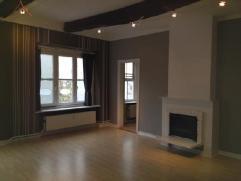 A proximité de la Place Saint Lambert, appartement composé d'un hall d'entrée, d'un grand séjour (6,20m x 5,25m), d'une cu