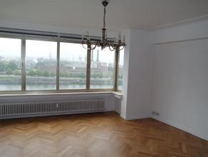 A proximité du tunnel de Cointe et des accès autoroutiers, bel appartement rénové de 2 chambres avec garage dans une petit