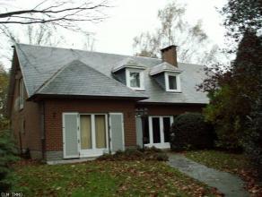 Charmante villa des années 70 se trouvant sur la commune de Braine-le-Comte.Elle vous ravira par son emplacement de choix, calme et nat