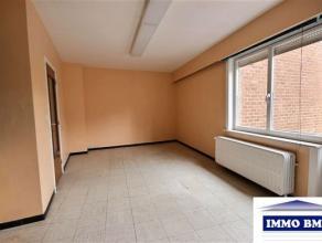 En plein centre, appartement 1 chambre au rez de chaussée composé de: hall d'entrée et de nuit carrelé, living carrel&eacu