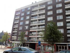 Dit appartement op de 2de verdieping is gunstig gelegen in de nabijheid van het station en het centrum van Deinze. Het appartement bestaat uit: inkom,