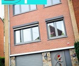 CARACTERISTIQUES : - Vente en viager occupé- Maison bel étage- Châssis double vitrage PVC- Volets- Chauffage central gaz- Thermost