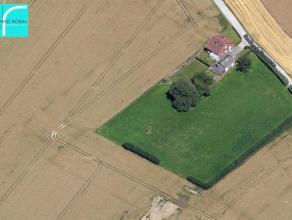 CARACTERISTIQUES : - Situation idyllique, en plein milieu de la campagne,- Pas de voisin,- Idéale pour les amateurs de chevaux, éleveurs