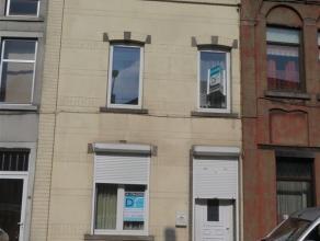 Rue Saint Roch 21 : Maison d'habitation deux façades : elle propose au sous-sol : cave; au rez-de-chaussée : salon, cuisine, bureau, pi&