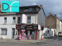 MONT-SUR-MARCHIENNE - Avenue Paul Pastur 213 : Immeuble commercial avec habitation, offrant de belles vitrines et situé sur la rue principale p