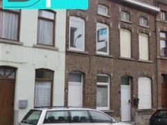 FLEURUS - Rue du Berceau, 68 - Petite maison 2 façades à louer ! Composition : Séjour, cuisine avec coin repas, cour couverte, wc