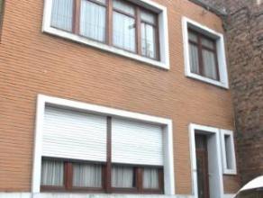 Grace-Hollogne, maison 2 façades proche des commodits composée:Au rez de chaussée: un hall d'entrée (5,3m²) avec un w