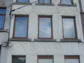 A vendre : Maison dhabitation rnover. Compose au rez, dun salon, cuisine, douche et terrasse. Premier, 2 chambres et douche .Deuxime 2 chambres. Trois