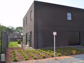 Ruime nieuwbouw halfopen bebouwing rustig gelegen doch nabij centrum Maldegem op 363m² met op het gelijkvloers inkom, toilet, ruime living met zi