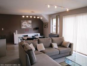 Superficie : 80 m²   RC : 788euroAppartement situé au 2 ème étage comprenant : Hall d'entrée avec v