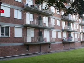 Très bel appartement situé au 1er étage comprenant un hall d'entrée avec penderie, living 25m2, cuisine semi équip&