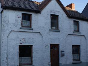 Maison d'habitation 3 façades située dans un endroit calme comprenant une cave, un living de 30m², une cuisine de 20m², terras