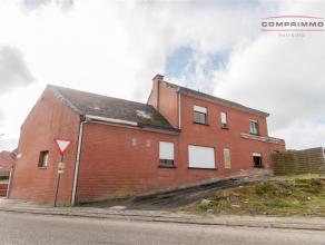 Gedeeltelijk gerenoveerde alleenstaande woning met bijgebouwen op 850m2 grond gelegen te Brakel. WONING: De woning beschikt over een inkomhal - bestaa