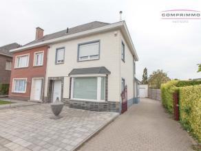 Ruime halfopen gezinswoning met 3 slaapkamers, garage en tuintje te Oudenaarde. WONING: Inkomhal - ruime living en eetplaats van 38m² - ingericht