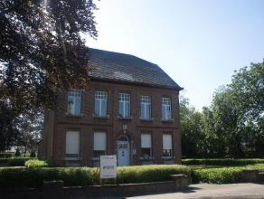 Op een perceel van ca 1043m² naast de kerk van Onze-Lieve-Vrouw Olen vinden we deze voormalige en unieke pastoriewoning. Het alleenstaand dubbelh