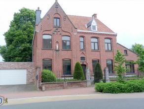 Ruime en goed onderhouden Pastoriewoning in Oekene (Roeselare). Gunstige locatie, grote achtertuin en middentuin met veel privacy. Deze pastoriewoning