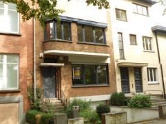 Description Uccle: Quartier Observatoire Maison de charme 1936 entièrement rénovée - hall - living de 40 m² avec feu ouvert