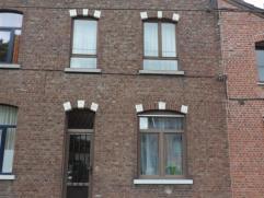 Mons: Superbe maison 2 façades avec jardin, très bon état. Composition: Rez: petit salon, salon, salle à manger, cuisine &