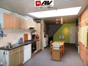 Mons : belle maison 2 chambres avec jardinet. Au rez : hall d'entrée avec débarras, wc, salle de bains, salon, salle à manger ave