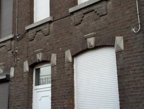 Belle maison unifamiliale sur 3 niveaux. Celles-ci se compose - au rez-de-chaussée: d'un bureau, d'un spacieux séjour profitant d'un pui