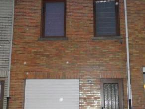 Gesloten bebouwing gelegen op een boogscheut van het centrum van Beveren-Waas. Mooie stadstuin + terras. 2 slaapkamers met mogelijkheid tot een 3e sla