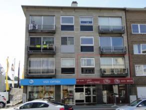 Het appartement gelegen in het centrum van Beveren heeft de volgende indeling: inkomhal, living, keuken, berging, badkamer, 2 slaapkamers, toilet, ter
