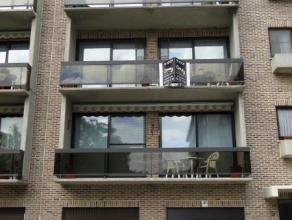 Ruim en rustig gelegen appartement van 150 m² met zuid gericht terras gekoppeld aan de 45 m² grootte woonkamer. Er zijn 2 zeer ruime slaapka