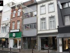 MODERNE DUPLEX in het centrum van Aalst - volledig gerenoveerd. Op wandelafstand van winkels en openbaar vervoer. Indeling: Tweede verdiep: leefruimte