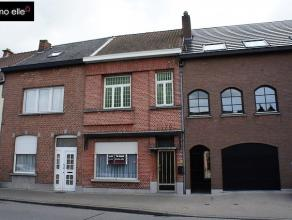 Te renoveren rijwoning met 4 slaapkamers en tuin RUIME te renoveren RIJWONING met 4 slaapkamers en tuin nabij het centrum van Dendermonde. In de nabij