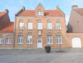 Westrozebeke-Centrum, nabij de dorpskern rustige gelegen mooie pastorijwoning op 814 m2 voorzien van 5 slpks en zolder met mogelijkheden.Deze mooie pa