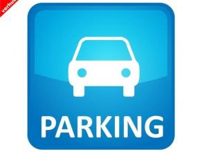 Op zoek naar een ruime staanplaats voor uw wagen veilig te parkeren? Deze plaats is centraal gelegen in de garage. Via de sectionale poort is het gema