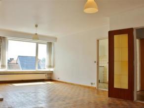Mooi enzonnig 2 slaapkamerappartement met terras. Naast de ruime woonkamer beschikt het appartement over een keuken, badkamer met ligbad en terr