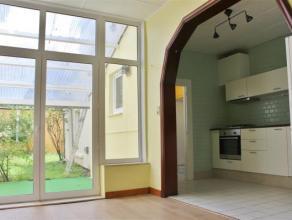 Houdt u van charme en authentieke elementen in een appartement? Dan is dit gelijkvloers zeker een bezoek waard! De doorlopende kamers zorgen voor een