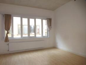 Wenst u de eerste bewoner te zijn van een volledig gerenoveerd 1 slaapkamer appartement? Dan is dit appartement op de 1ste verdieping zeker een bezoek