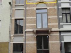 Op zoek naar een net gerenoveerd 1 slaapkamer appartement dat ook gemakkelijk te bereiken is? Dit appartement is voorzien van een moderne keuken, apar