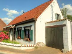 Te renoveren woning op 1126 m² dicht bij kanaal Roeselare-Ooigem. Binnen moet de woning nog volledig gerenoveerd worden. Inkomhal, leefruimte, be