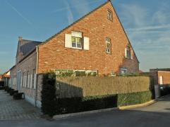 Gezellige hoekwoning in hedendaagse stijl op 150 m²( bouwjaar 2007) met inkom, living, moderne keuken, berging, badkamer met douche, 2 slaapkamer