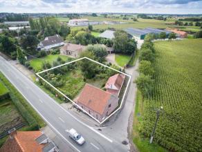 Bouwgrond voor open bebouwing met een totale oppervlakte van 763m2. De grond is gelegen op de hoek van de Beernemsteenweg en Verlorengoedstraat. De ni