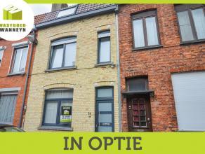 In optie! Volledig vernieuwde instapklare woning in rustige straat nabij Brugge centrum. De woning omvat op het gelijkvloers een inkom, toilet, zithoe