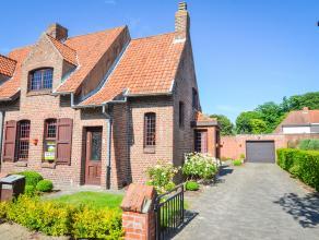 Gelegen in een zeer rustige straat in centrum Sint-Andries vindt u deze te renoveren authentieke woning met afzonderlijke garage. De woning omvat op h